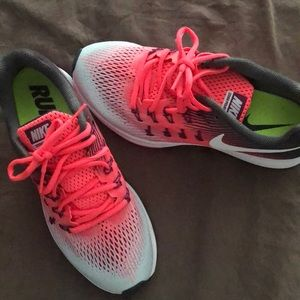 Nike Zoom Pegasus 33 neon pink, size 9 Women's